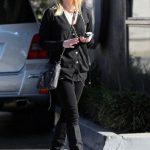 Reese+Witherspoon+wearing+black+stops+off+OjYOjGjGH4El