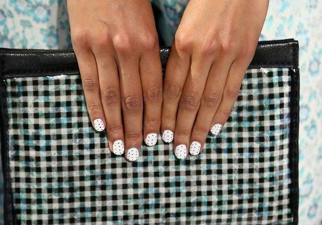 embedded_white-dot-nail-trend-spring-2014